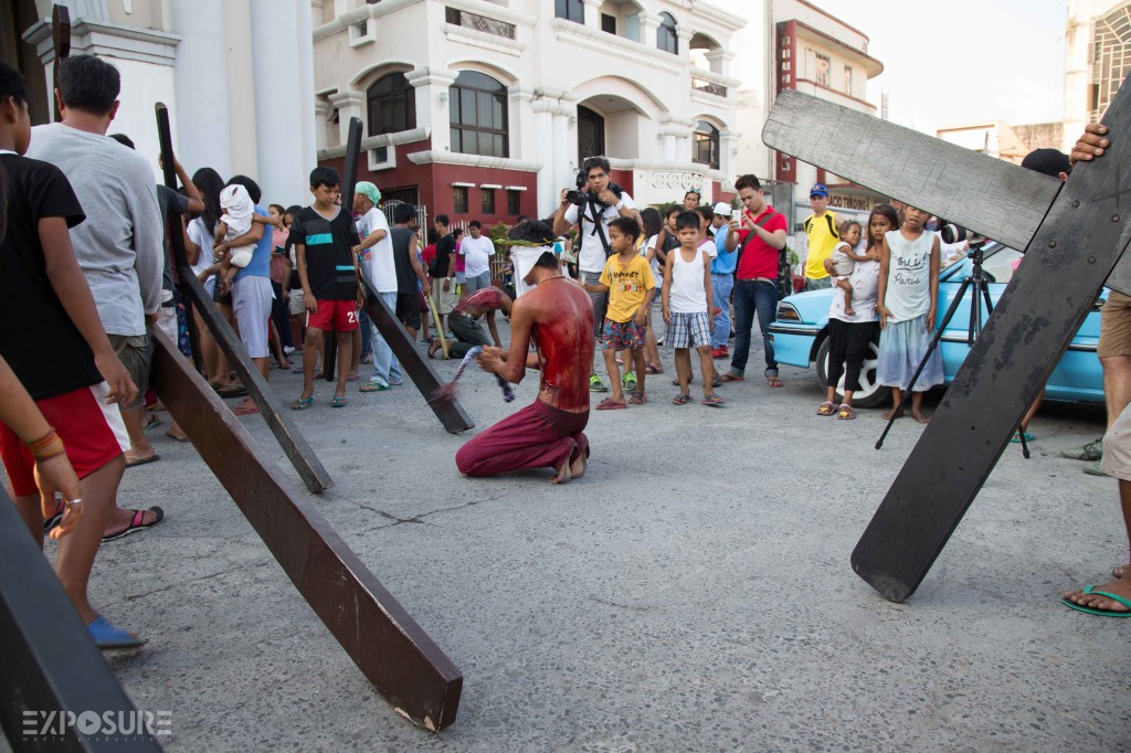 After carrying the cross, they stop at the church to pray outside. Though the church does not support Penitensya.